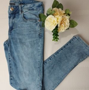 American Eagle Light Wash Ripped Skinny Jean Size4